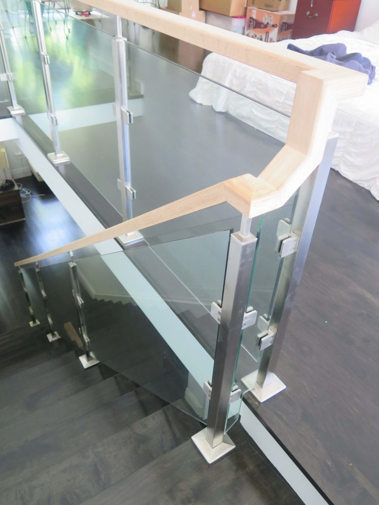 Sumach Residence - Modern Glass Staircase